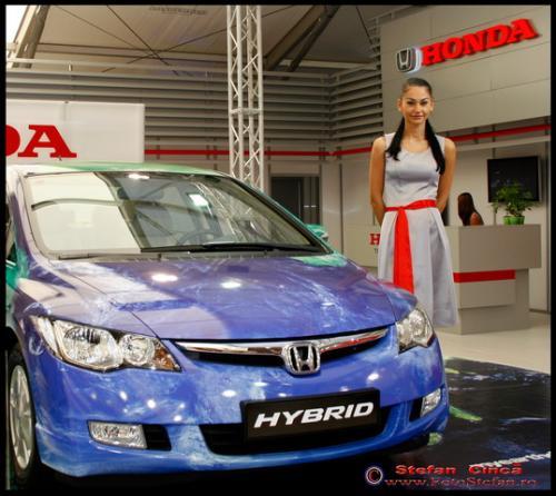 Alina, fosta vedeta Playboy, la standul Honda