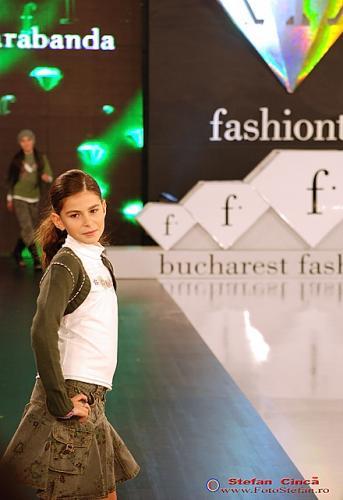 Copil la Fashion Week Noiembrie 2007