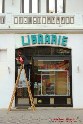 curatenie librarie