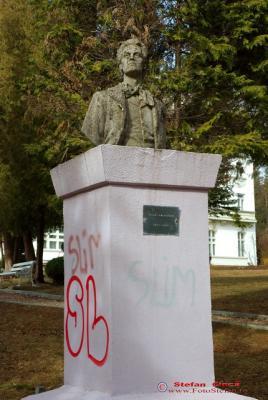 statuie Eminescu la Sinaia