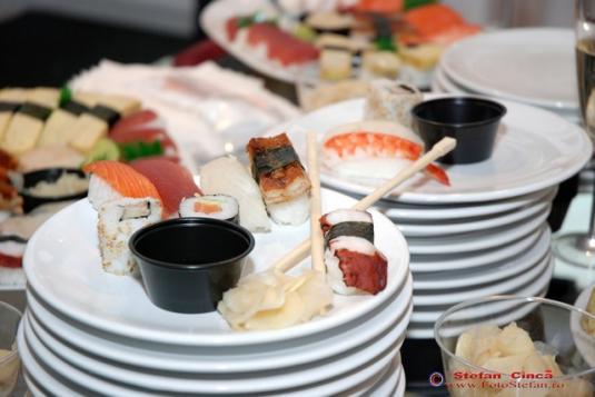 UNDERCOVER Sushi BAZAAR