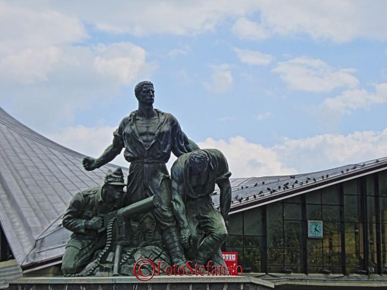 Statuie inchinata eroilor din cel de-al doilea Razboi Mondial care au pazit granita predeal