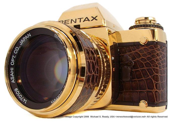 aparat foto din aur