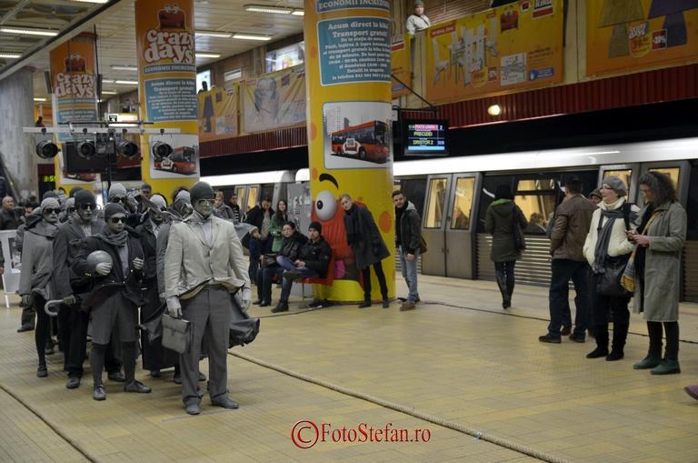 actorii teatrului masca la metrou unirii
