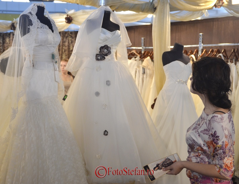 privind la rochie de mireasa