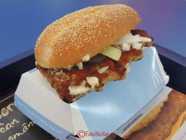 sandvis cu porc si sos de hrean McDonald's