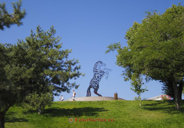 statue cal parc titan