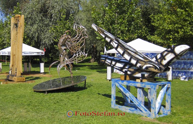 parc titan sculpturi