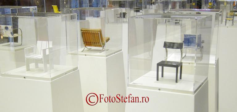 Expozitia 100 miniaturi de scaune la Promenada Mall