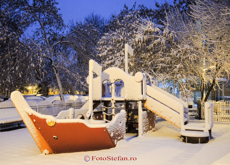 poza parc joaca iarna