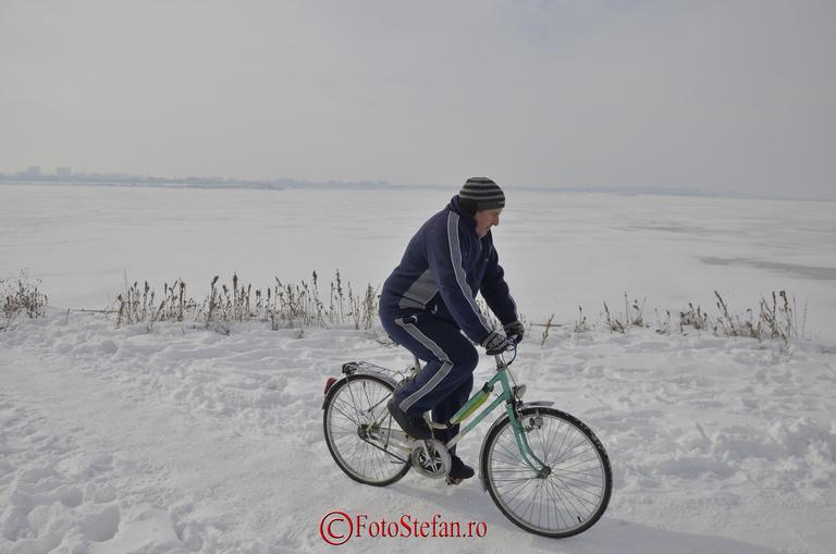 biciclist iarna crangasi