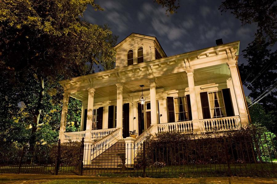 casa new orleans fotografiata noaptea