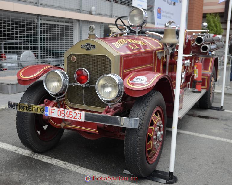 masina de pompieri americana