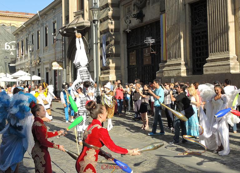 parada circului globus in centrul vechi 2014