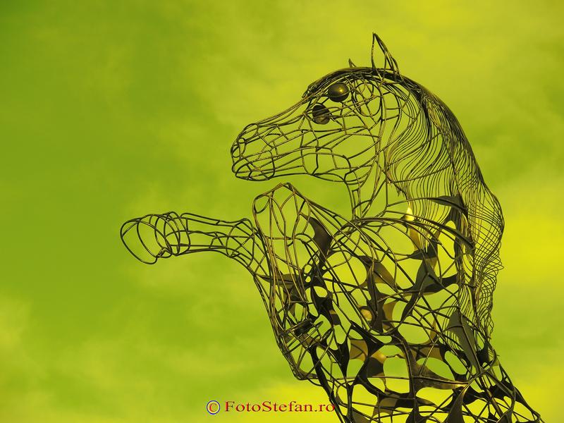 calul titanilor statuie ecvestra