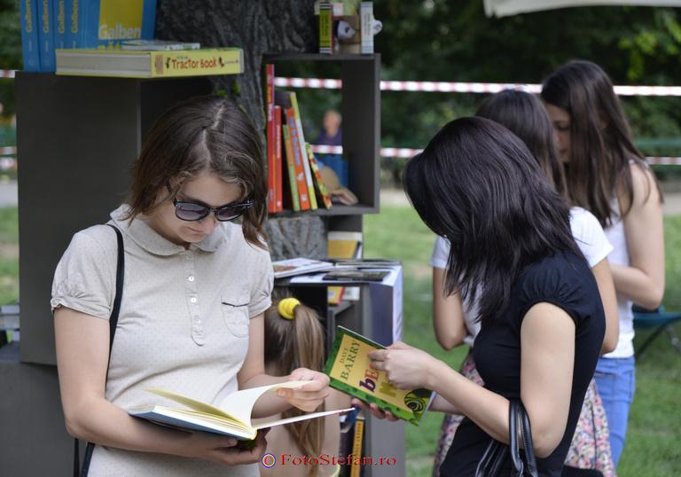 cititori parc cismigiu bucuresti