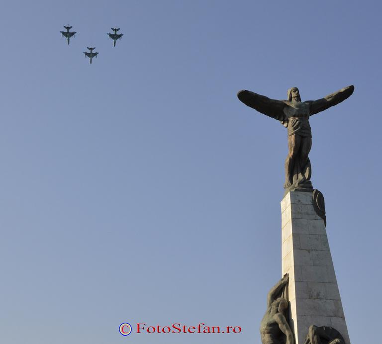 MiG-21 LanceR monumentul eroilor aerului