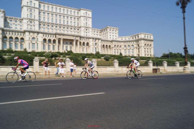 concurenti ciclism pe sosea bucuresti