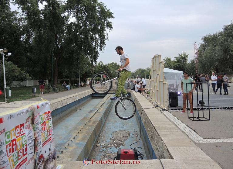 acrobatii cu bicicleta parcul tineretului