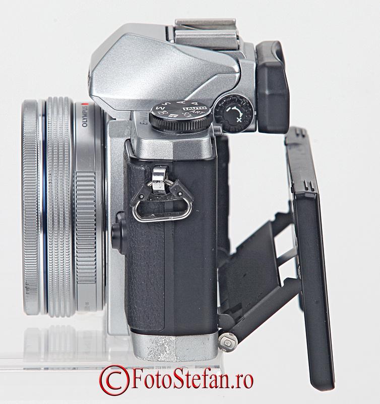 ecran rabatabil mirrorless olympus e-m10