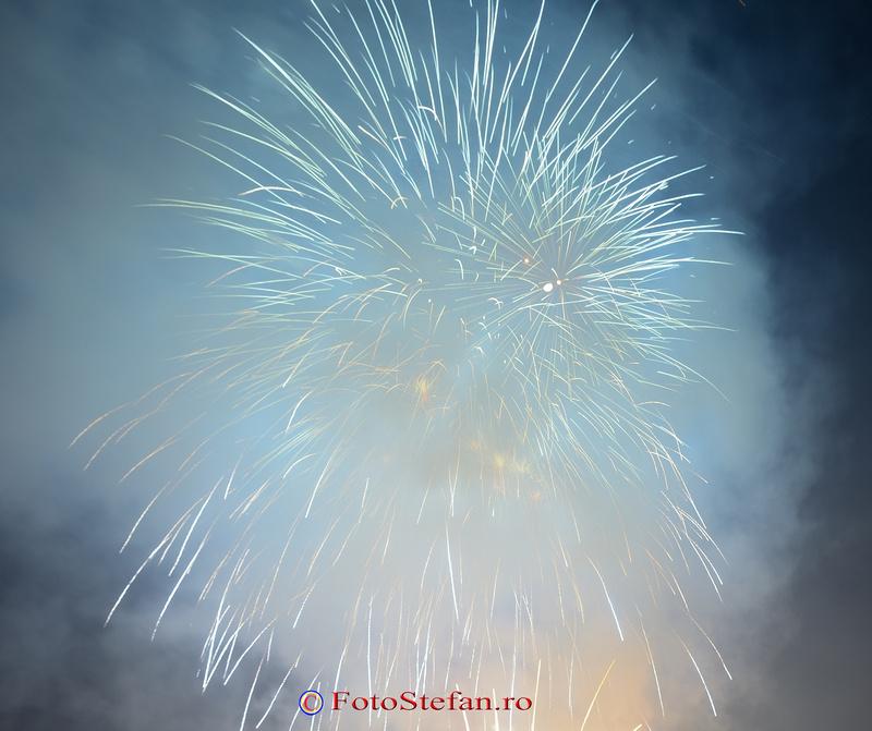 spectacol de artificii parc ior titan