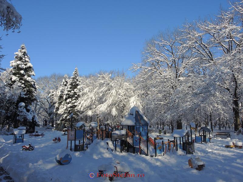 loc de joaca parc herastrau bucuresti iarna