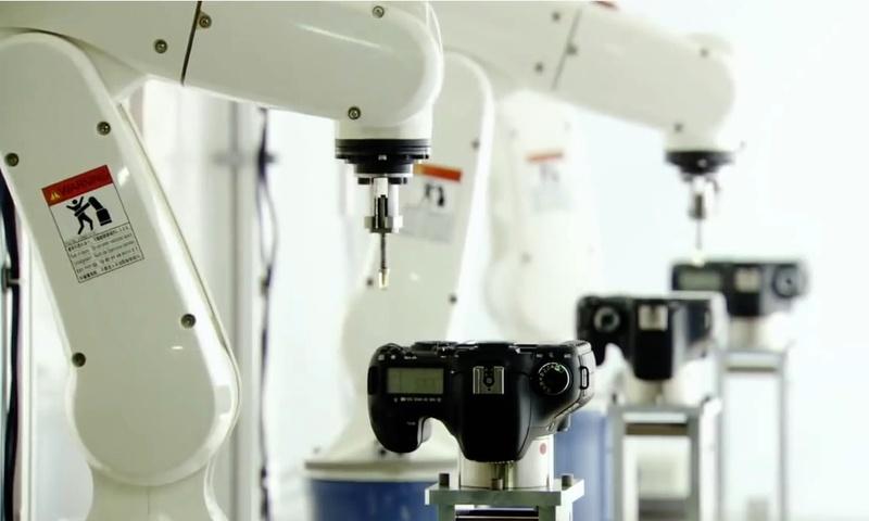 roboti fabrica canon