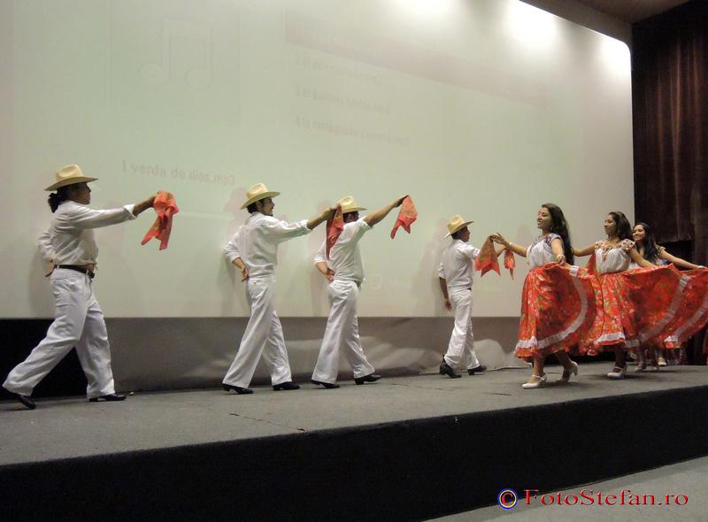 """ansamblul folcloric """"Yuhua"""" din Ocotlan de Morelos"""