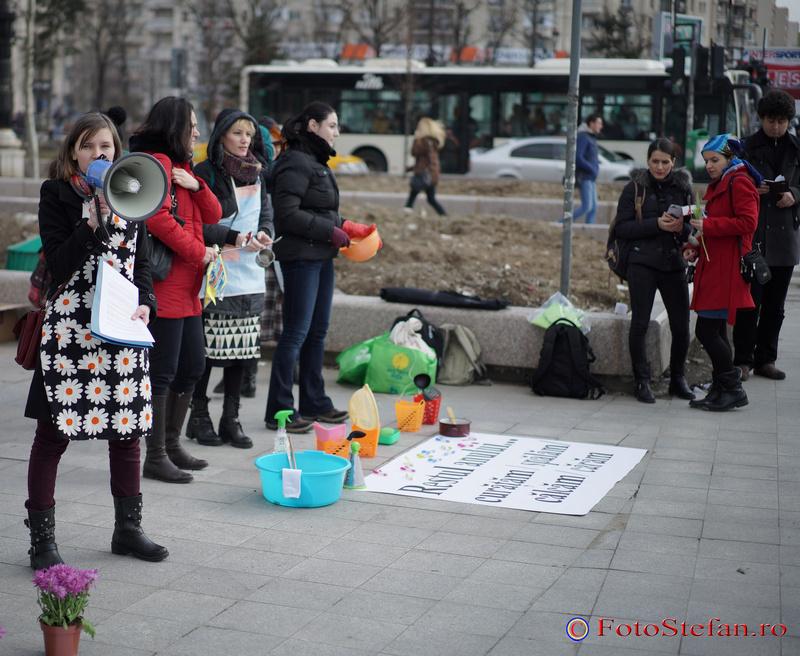 fete protest 8 martie bucuresti