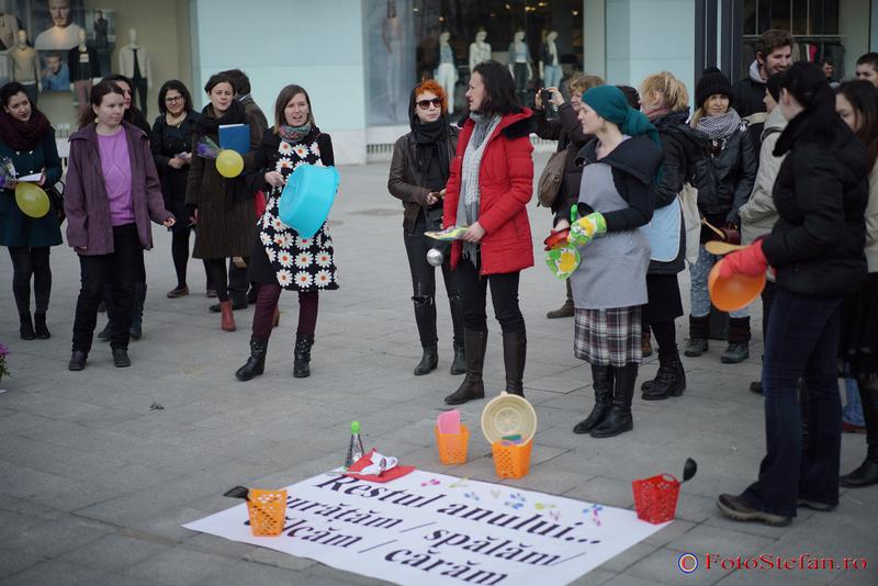 femei protest 8 martie bucuresti