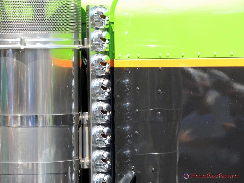 detaliu camion american bucuresti