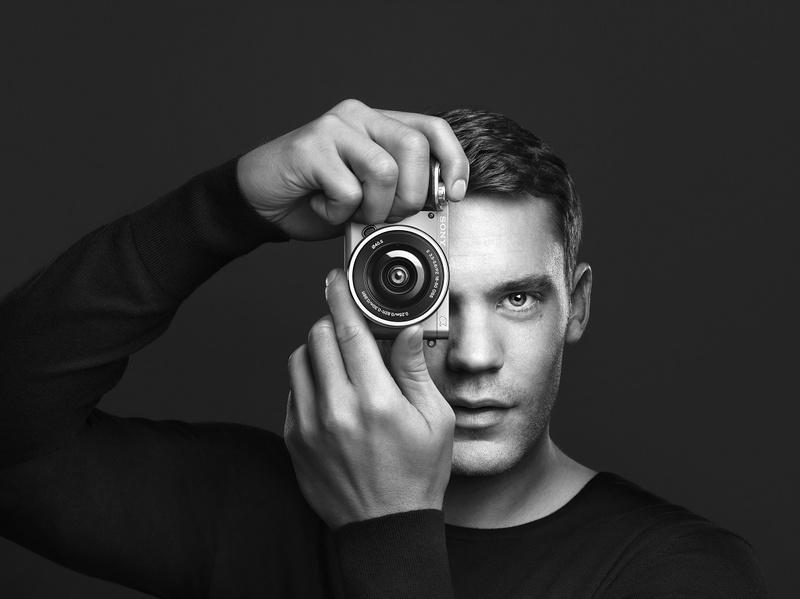 Manuel Neuer promoveaza sony a6000