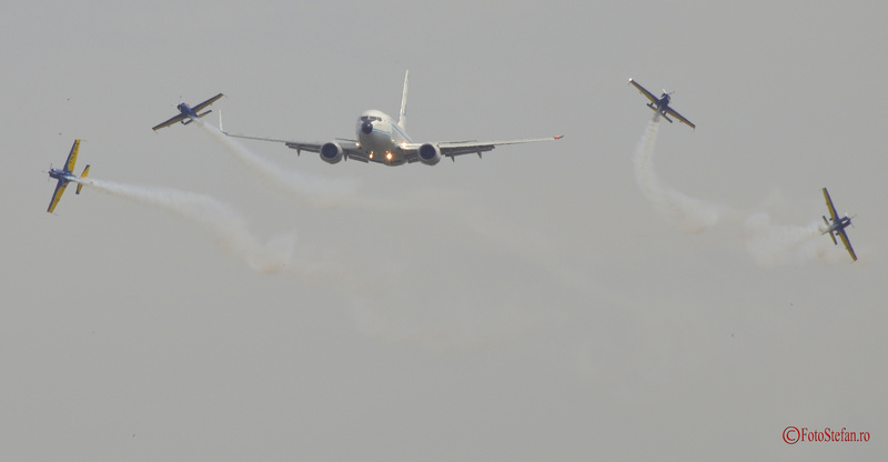 Boeing 737 Extra 300 bias 2015