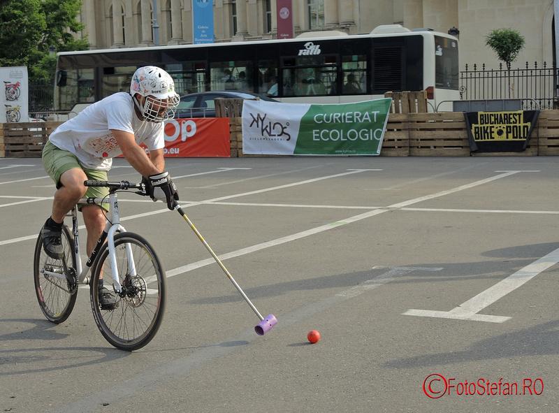 polo pe bicicleta la Street Delivery
