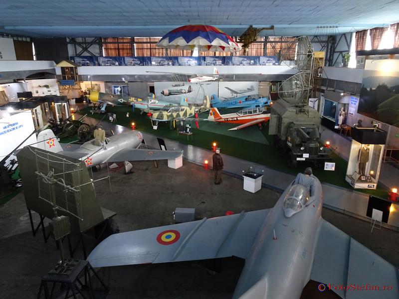muzeul aviatiei interior hangar