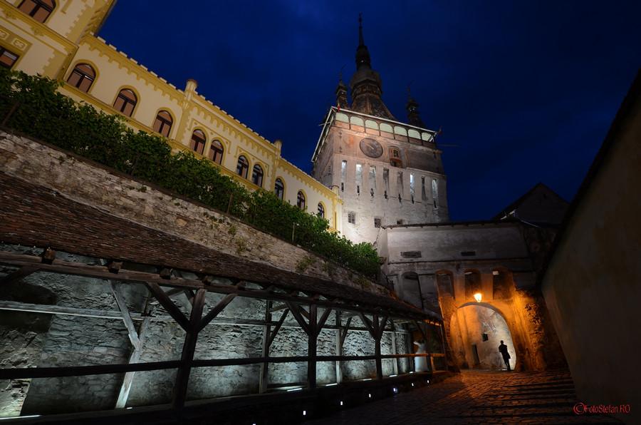 sighisoara turnul cu ceas seara