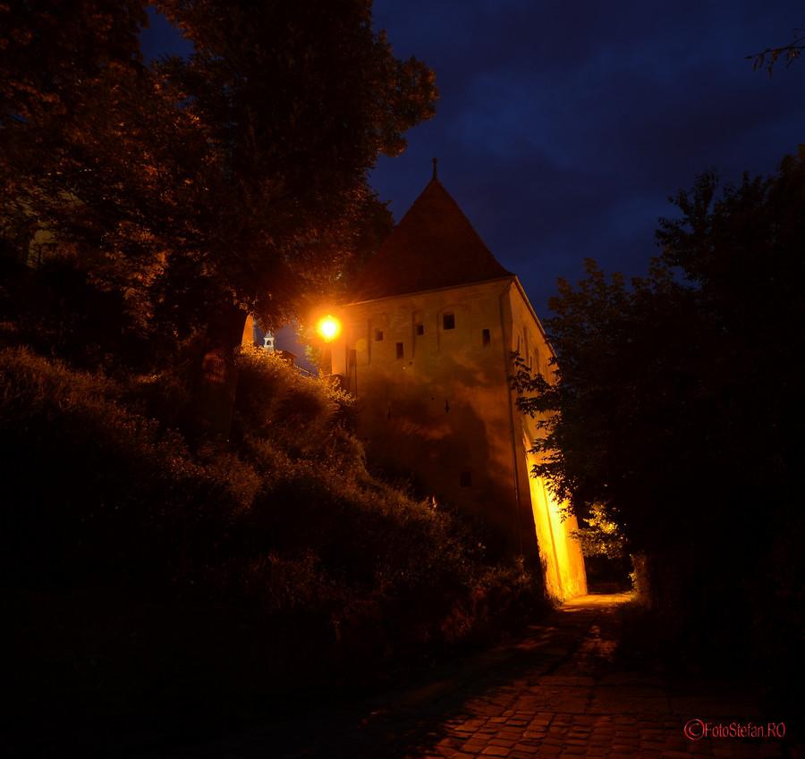 turnul fierarilor sighisoara poze seara