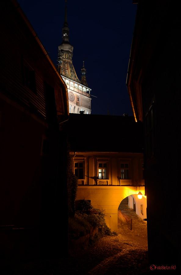 turn cu ceas cetatea sighisoara seara poze
