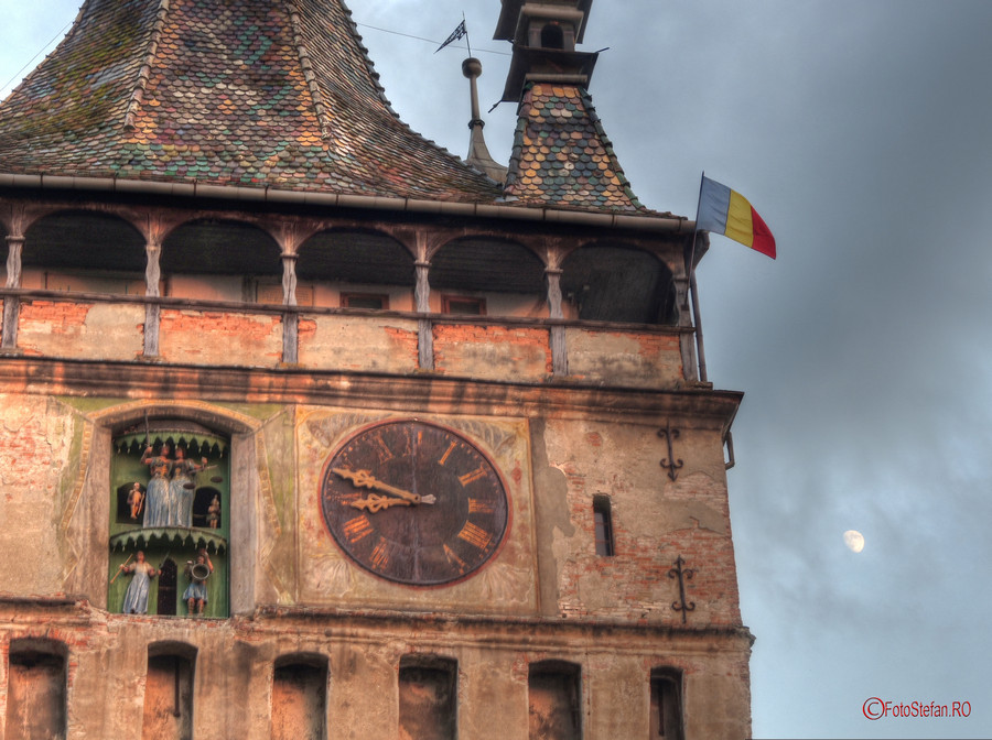 luna turnul cu ceas cetatea sighisoara
