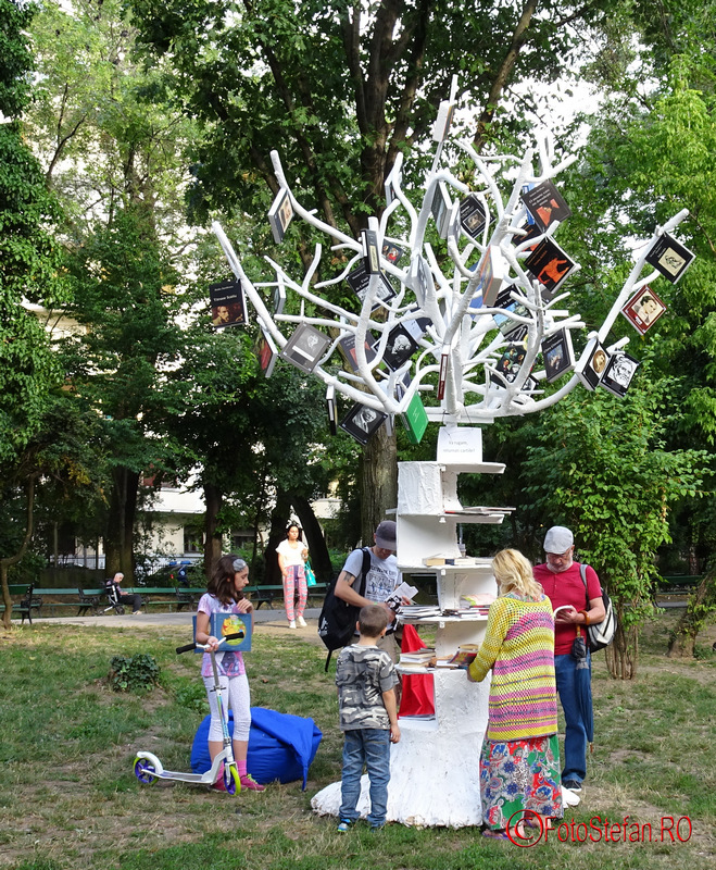 copacul cu carti cismigiu bucuresti imagini