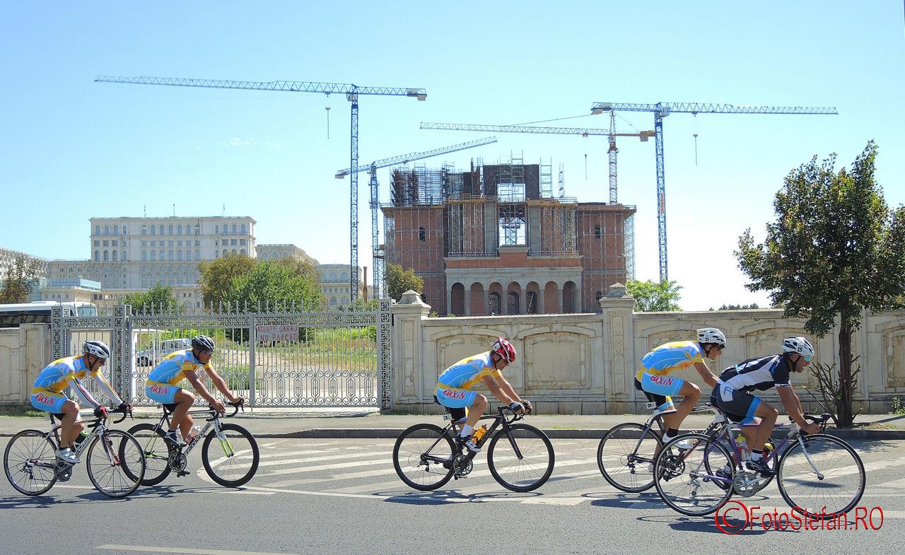 viitoarea Catedrala a Mantuirii Neamului biciclisti poze