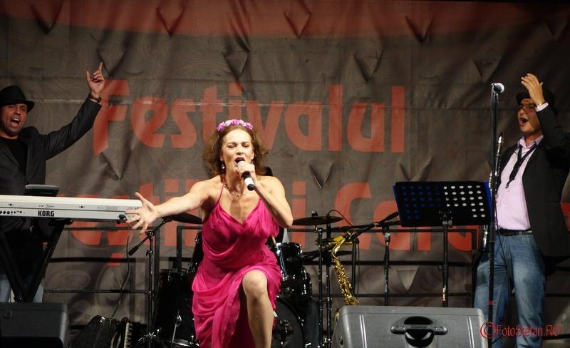 poze Maia Morgenstern si Bucharest KLEZMER BAND la festivalul Bucurestii lui Caragiale