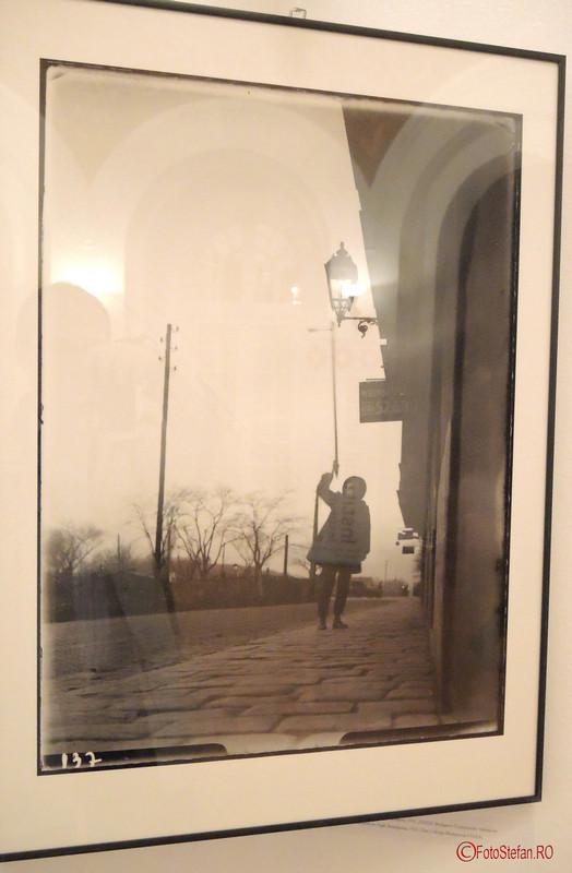 iluminat public ungaria poza alb negru