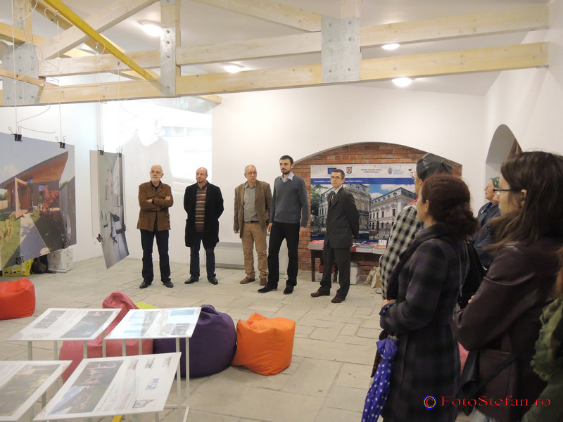 """poze foto Expozitia """"Bucuresti: Capitala liniilor de fuga"""""""