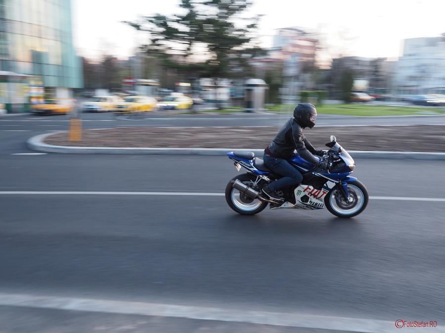 Olympus OM-D E-M5 Mark II poza motociclist