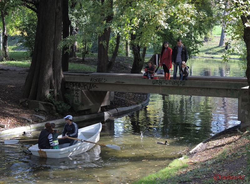 insula barca lac parcul carol bucuresti