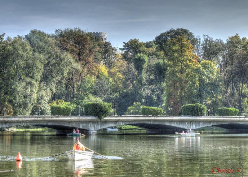 plimbare barca lac parcul carol bucuresti