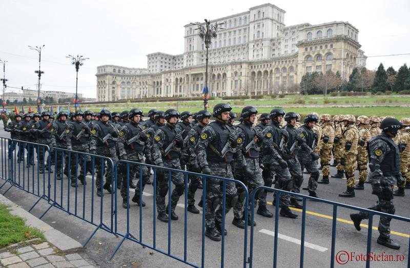 fotografii Repetiție în Piața Constituției pentru parada militară de pe 1 Decembrie