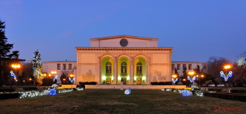 foto Luminite de Craciun la Opera Romana
