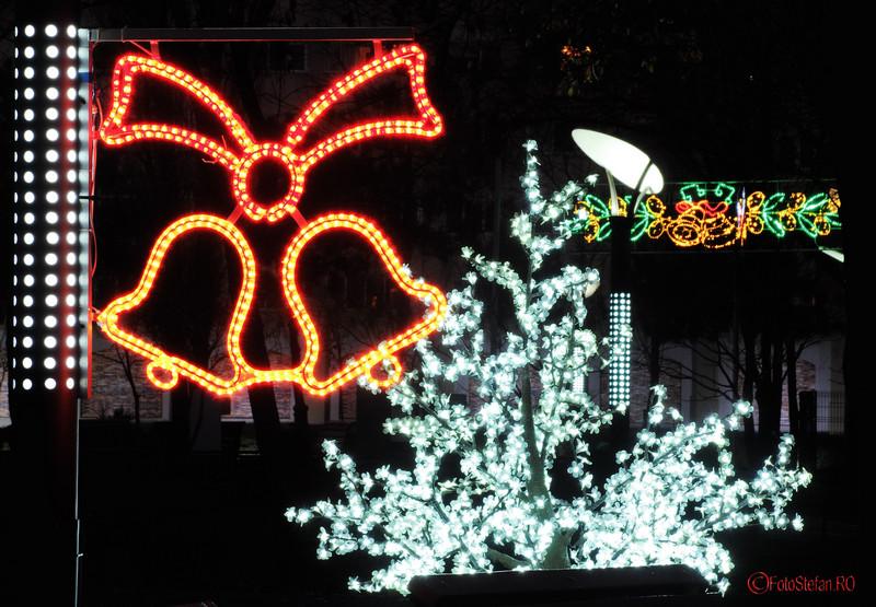 foto luminite de Craciun in parcul Oraselul Copiilor Bucuresti sector 4